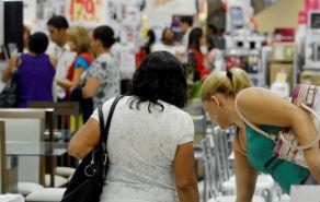 57% dos brasileiros alteram hábitos de consumo ou planejamento financeiro em função da crise