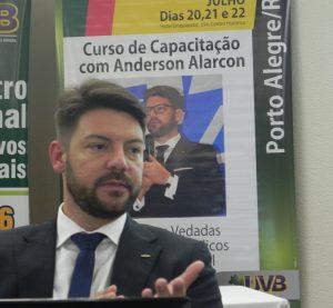 Anderson Alarcon orientou parlamentares sobre condutas vedadas