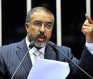 Senador Paulo Paim debate Reforma da Previdência na Marcha dos Vereadores