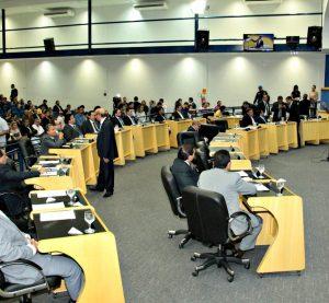 Justiça suspende verba de gabinete de R$ 16 mil dos vereadores de Campo Grande