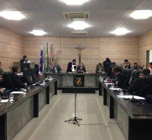 Justiça decide manter salários de vereadores de Caruaru em R$ 15 mil