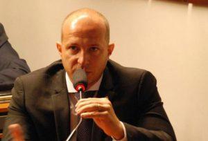 Deputado Marcelo Delaroli e vereadores de oposição acreditam que Justiça vai impedir implantação de cinco novas secretarias e 600 cargos comissionados em Maricá