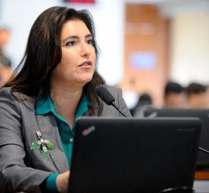 CCJ aprova PEC que isenta de impostos medicamentos de uso humano