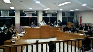 Vereadores debatem falta de uniformes escolares em escolas municipais