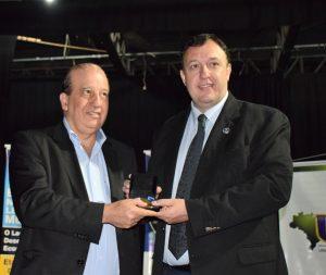 Ministro Nardes recebe Medalha Fernando Dias Oliva