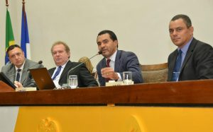 Deputados são homenageados por vereadores de todo Brasil