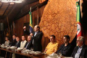 Governador recebe Vereadores em jantar em Porto Alegre