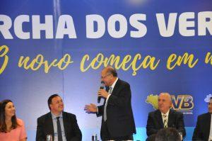 Ovacionado, pré-candidato à presidência da República Geraldo Alckmin participa da Marcha dos Vereadores