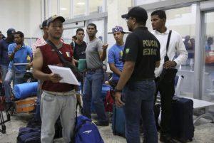 Venezuelanos começam a deixar Roraima e são abrigados em São Paulo e Cuiabá