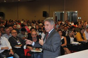 Em palestra categórica, Germano Rigotto cativa a atenção do auditório