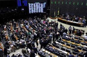 Câmara aprova impressão do voto e inclui fidelidade partidária na Constituição