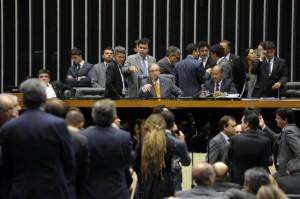 Cunha cede e texto infraconstitucional da reforma política será votado nesta quinta