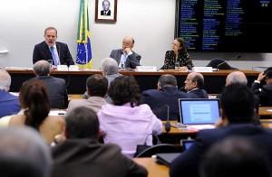 Em debate na Câmara, economistas dizem que Brasil ainda não fez ajuste fiscal