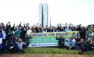 Vereadores reuniram-se em marcha simbólica em frente ao Congresso Nacional