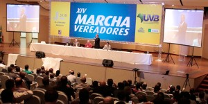 Alvaro Dias participa da Marcha dos Vereadores e defende reforma do sistema federativo