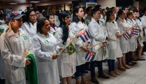 Cubanos do mais médicos terão direito à residência no Brasil.