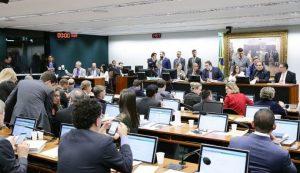 CCJ admite PEC para acabar com subsídio vitalício de ex-governantes