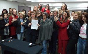Deputadas e vereadores assinam Pacto no combate à violência contra a mulher