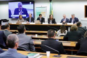 Debatedores defendem aprimoramento da lei sobre acordos de leniência