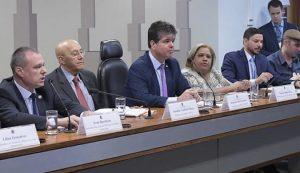 Congresso Nacional avança no debate sobre criação do Médicos pelo Brasil