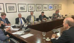 Prefeitos e parlamentares se reúnem com governo em busca de soluções para obras paradas no MCMV