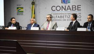 MEC realiza conferência para discutir estratégias de alfabetização no Brasil