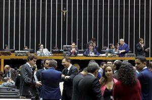 Congresso libera R$ 40,5 bi para União garantir leilão e dividir bônus do pré-sal