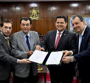 Acordo marca novo modelo de parceria para TV e Rádio Senado em Manaus