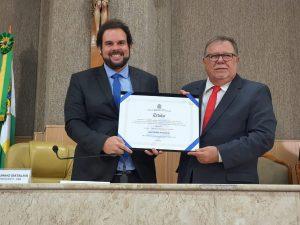 Superintendente da UVB Nordeste, vereador Anizão, recebe título de cidadão aracajuano.