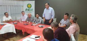 Presidente da UVB participa da assembleia da Avevi e fala do subsidio do vereador e recomposição das câmaras