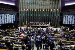 Câmara mantém veto de Bolsonaro e barra regra mais frouxa para candidato ficha suja