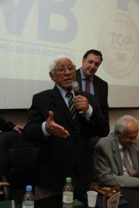 Collares, aos 92 anos, recita poema e emociona no Top Legislativo