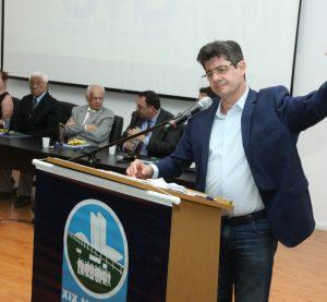 """""""Menos Brasília, mais Brasil! Menos Brasília, mais Municípios! Menos Brasília, mais vereadores e mais prefeitos!"""