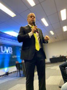Parâmetros constitucionais para fixação dos subsídios dos agentes municipais é debatido em Brasília.