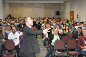 Eduardo Requião debate sobre os Princípios da Administração Pública.