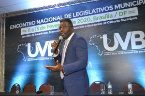 Especialista em Auditoria Governamental ministra palestra em congresso da UVB.