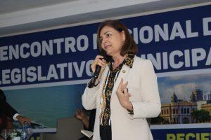 Deputada Simone Santana palestra sobre mulheres na política no Encontro Nacional de Legislativos da UVB