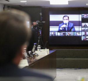 Bolsonaro sanciona socorro a estados e veta reajuste para servidor