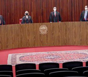 Ministro Luís Roberto Barroso ressalta compromisso do TSE em assegurar a democracia brasileira
