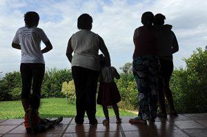 Nos 16 anos da lei contra violência doméstica, Congresso reforça proteção à mulher