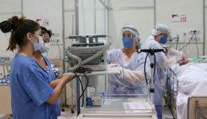 Não é uma boa ideia reabrir no epicentro da pandemia, diz diretor da OMS