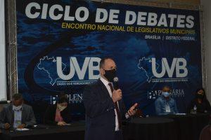 Dr André Camillo dá show de informações em Ciclo de debates da UVB