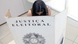 Campanhas feministas ocupam as redes para vencer sub-representação no poder