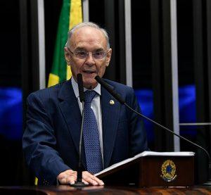 Morre o senador Arolde de Oliveira, aos 83 anos, vítima de covid-19