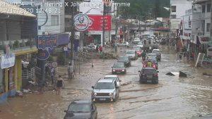 Diminuição da água revela destruição em Presidente Getúlio/SC