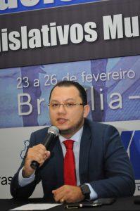 Prof. Eduardo Requião faz palestras em Brasília no Encontro Nacional de Legislativos