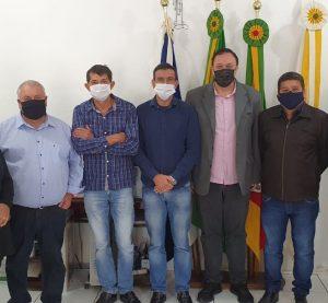 Presidente da UVB  acompanhado do presidente câmara de Iraí visitam Vicente Dutra