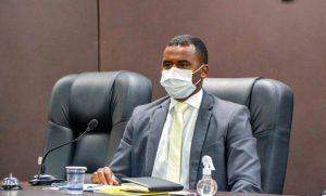 Presidente da Câmara de Cruz das Almas/BA, inclui intérprete de libras nas sessões da Casa.