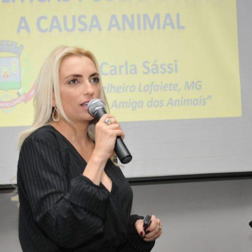 Protetora de animais e Veterinária  debate sobre Políticas públicas para a causa animal