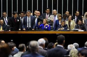 Câmara aprova mudanças em MP sobre servidores de ex-territórios